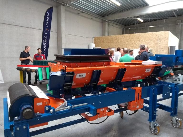 Inauguration d'un nouveau centre de service présentation du matériel